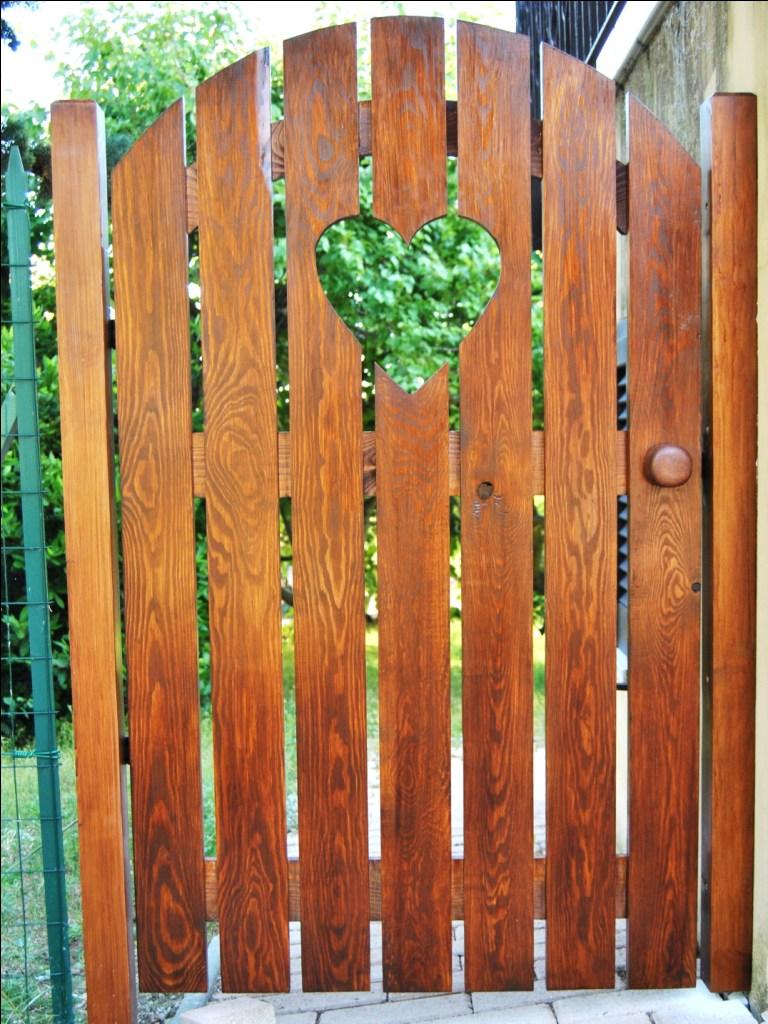 Cancello in legno 2 pino costruzioni group srls for Costruire cancello in legno