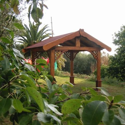 Pali di legno per gazebo