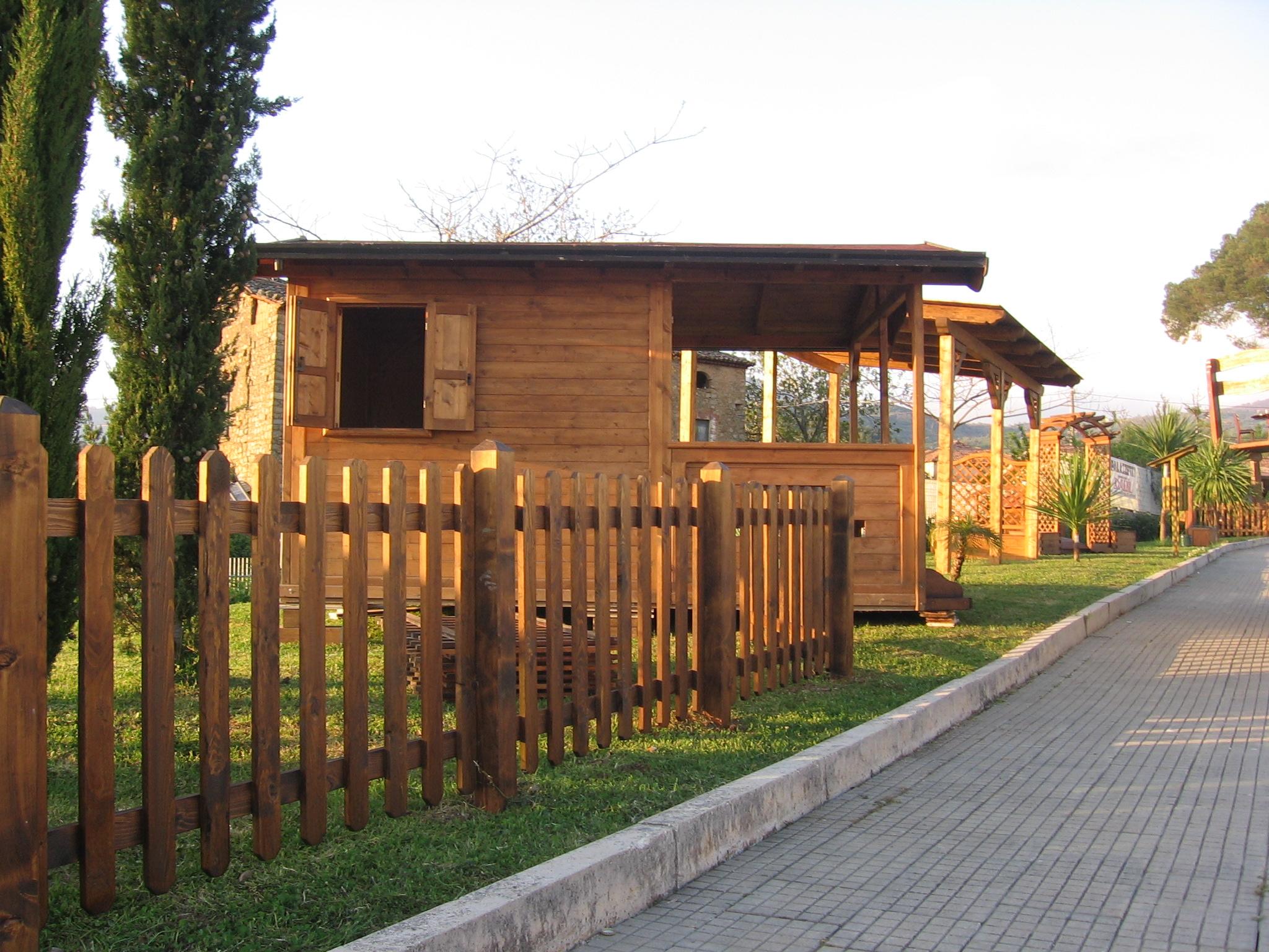 Recinzioni in legno pino costruzioni casal velino sa loc for Recinzioni leroy merlin