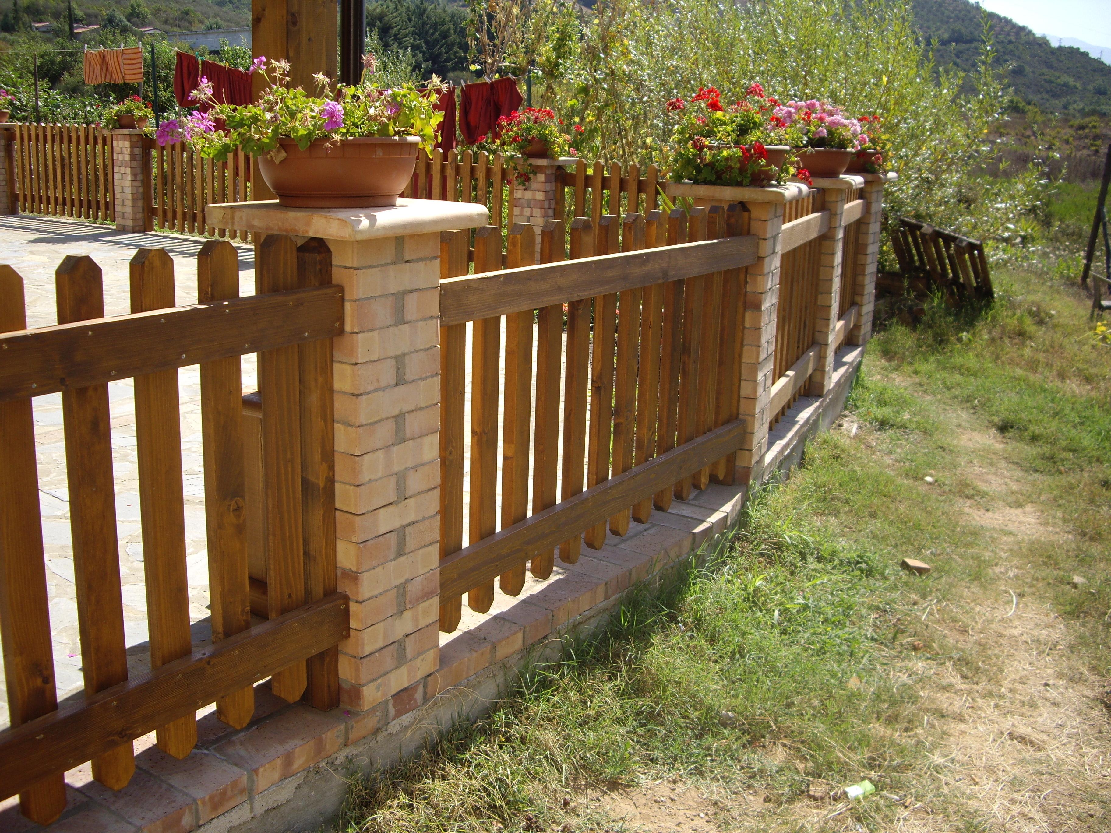 Recinzioni in legno video brochure pino costruzioni - Recinzioni giardino ...